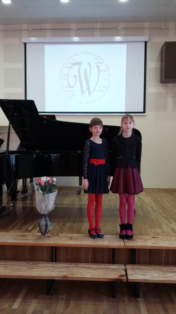 Fortepijoniniu ansambliu konkurso laureates U.Konosovaite ir D.Ivanovaite