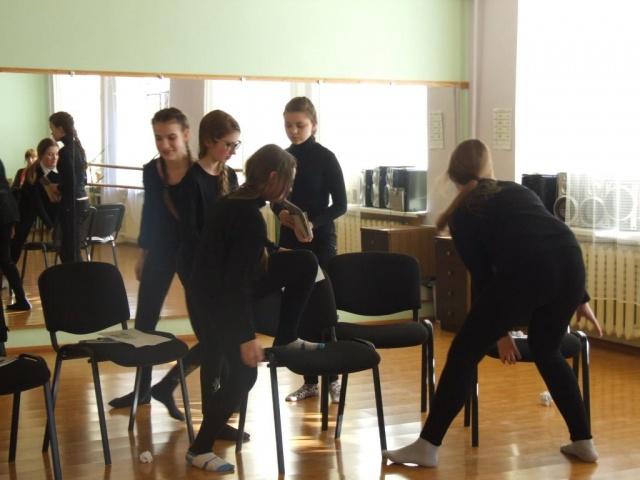 Teatro studijos pamokoje 1.JPG